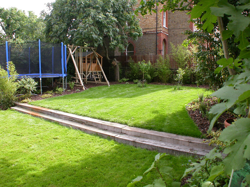 Family gardens london for Garden design ideas short wide